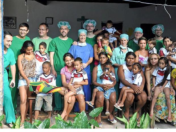 Onze crianças em Coroata, no Maranhão, serão ajudadas por Mesut Özil (Foto: Reprodução / DFB)