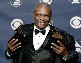 B.B. King no Grammy, em Nova York, nos Estados Unidos, em fevereiro de 2003 (Foto: Peter Morgan/ Reuters)