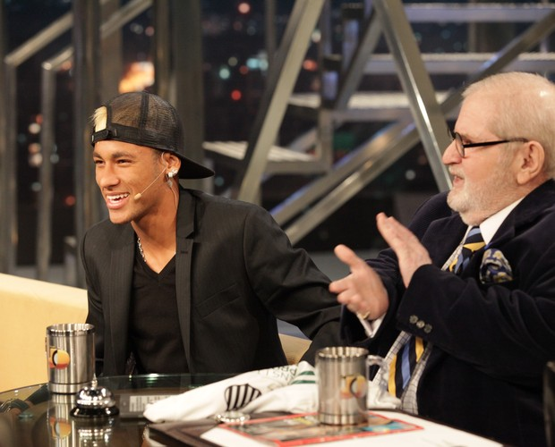 Jô Soares aplaude Neymar durante o programa (Foto: TV Globo/Programa do Jô)