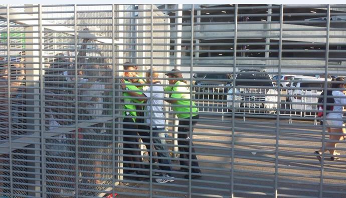 Grupo de torcedores do Vasco é barrado no Maracanã (Foto: Thiago Lima / GloboEsporte.com)