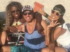Adélia, Juliana e Daniel, do 'BBB 16', curtem dia de praia juntos: 'De boas'