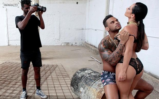 Making of Tony Sales e Scheila Carvalho no Paparazzo (Foto: Isac Luz / Paparazzo)