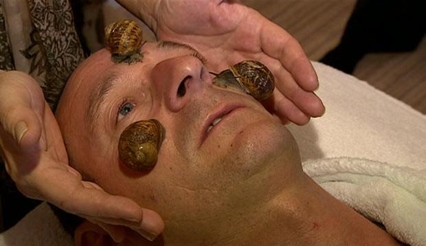 Gosma de molusco é conhecida por propriedades antioxidantes que melhoram a pele e podem tratar rugas. (Foto: BBC)
