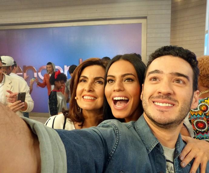 Momento selfie entre Fátima, Letícia e Marcos Veras (Foto: Viviane Figueiredo Neto/Gshow)
