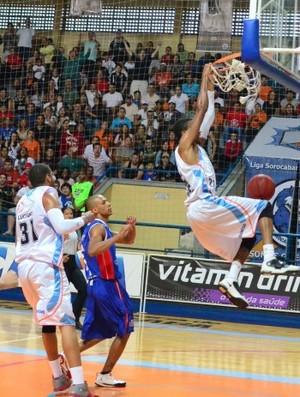 Liga Sorocabana Desmond Holloway Suzano (Foto: Della Rocca/LSB)