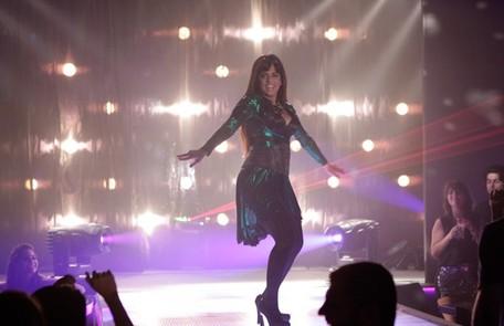 Agente infiltrada, Jô (Thammy Miranda) estreia como a dançarina Lohana na boate de Lívia Divulgação/TV Globo