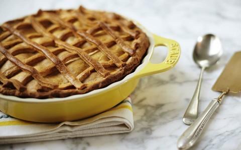 Torta de maçã da Rita Lobo tem creme de leite e fermento de bolo na massa