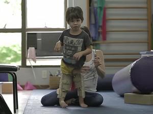João Vicente passa por série de terapias para voltar a andar (Foto: Reprodução)