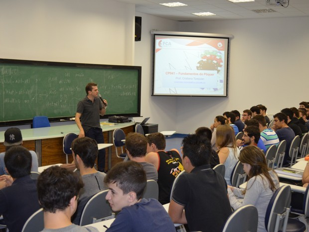 Aula de pôquer Unicamp Limeira (Foto: Alessandro Meirelles/ G1)