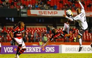Alecsandro Bicicleta Flamengo x Figueirense (Foto: Piervi Fonseca/Agência Estado)
