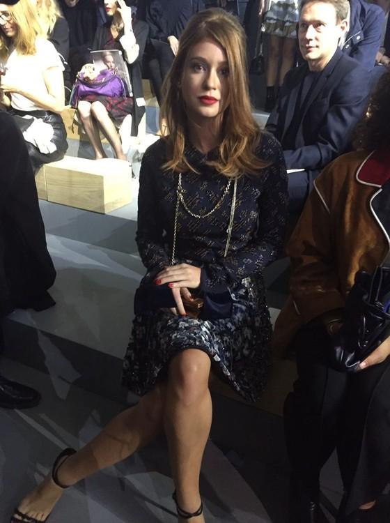 Marina senta na fila A no desfile da fila A da Dior  (Foto: Bruno Astuto)