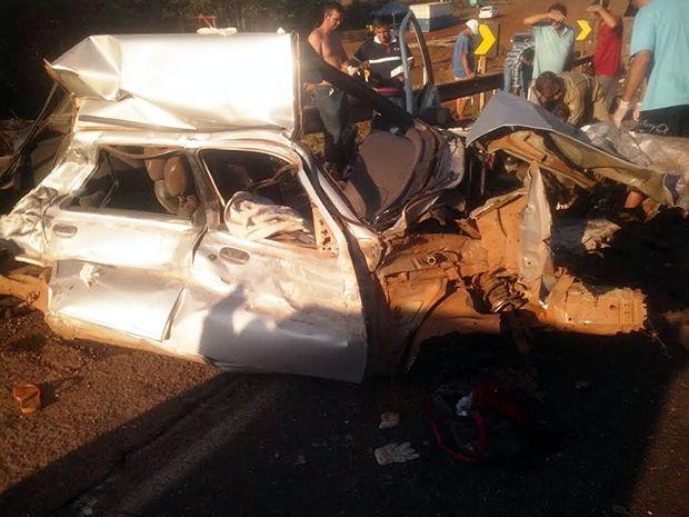 Carro com seis pessoas bateu de frente com uma carreta, na BR-364, em Mato Grosso. (Foto: Daniel Souza/Arquivo pessoal)