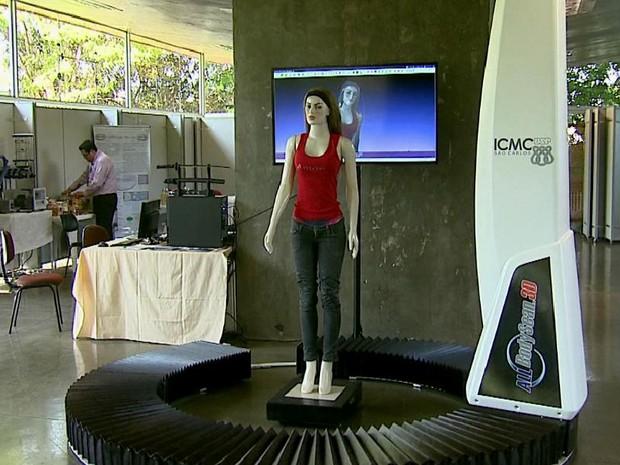 Máquina criada por pesquisadores da USP São Carlos é capaz de escanear o copo humano em 30 segundos (Foto: Adriano Ferreira/EPTV)