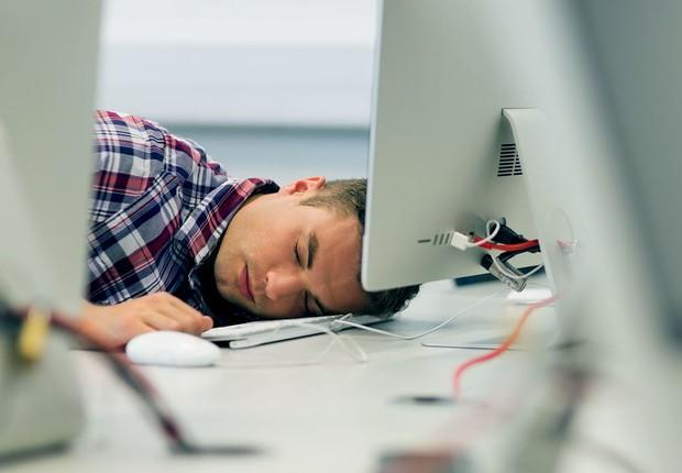 Carreira ; trabalho horas extras ; jornada longa de trabalho ; sobrecarga no trabalho ;  (Foto: Thinkstock)