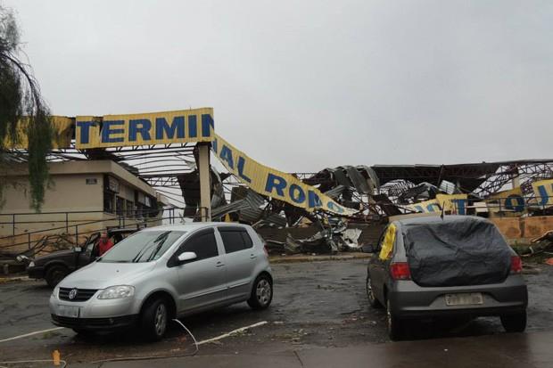 Terminal rodovíario de Taquarituba ficou completamente destruído após o femômeno no último domingo (22), que deixou mortos e mais de 60 feridos (Foto: Ricardo Ossandon/Igreja do Evangelho Quadrangular)