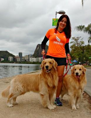 Claudia Klein e os cachorros euatleta (Foto: Igor Christ)