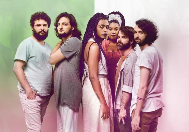 Liniker e os Caramelows (Foto: Gabriel Quintão)