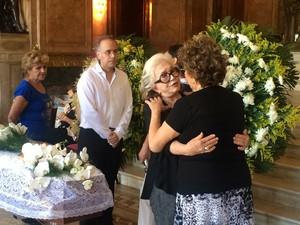 Atriz Nathalia Timberg compareceu ao velório de Maria (Foto: Fernanda Rouvenat/ G1)