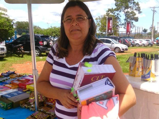 Professora de educação física Mônica Caldeira, 48 anos, faz a segunda fase do Exame da OAB em busca de uma 'nova profissão' (Foto: Mateus Rodrigues/G1)