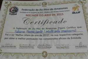 Fafá Pereira recebe certificado de melhor atleta de jiu-jítsu na categoria adulto pesadíssimo pela FJJAM (Foto: Arquivo Pessoal)