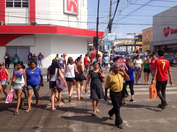 Parte dos consumidores do Natal deixaram compras para última hora (Foto   Abinoan Santiago  2de98f15e2cda