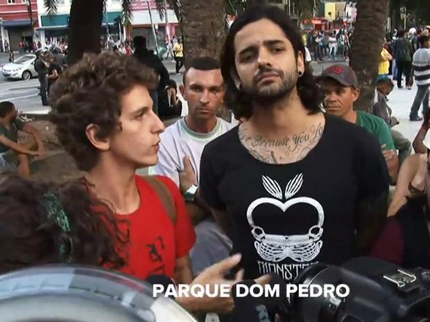 Cantor Lucas, da banda Fresno, apoia manifestação organizada pelo MPL (Foto: Reprodução/TV Globo)