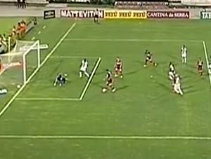 Gabriel, do CRB, perde gol incrível contra o Oeste (Foto: Reprodução PremiereFC)