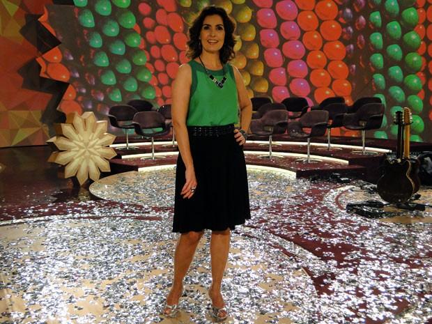 Com o maxicolar, Fátima deu um contraste perfeito na blusa lisa verde (Foto: Encontro com Fátima Bernardes/TV Globo)