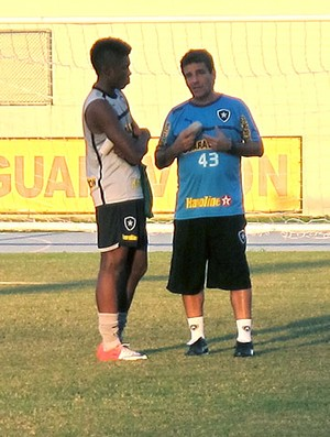 Vitinho e  Eduardo Húngaro no treino do Botafogo (Foto: Thales Soares / Globoesporte.com)