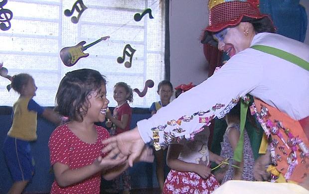 Dia das Crianças é comemorado na escola municipal Cosme e Damião (Foto: Rondônia TV)