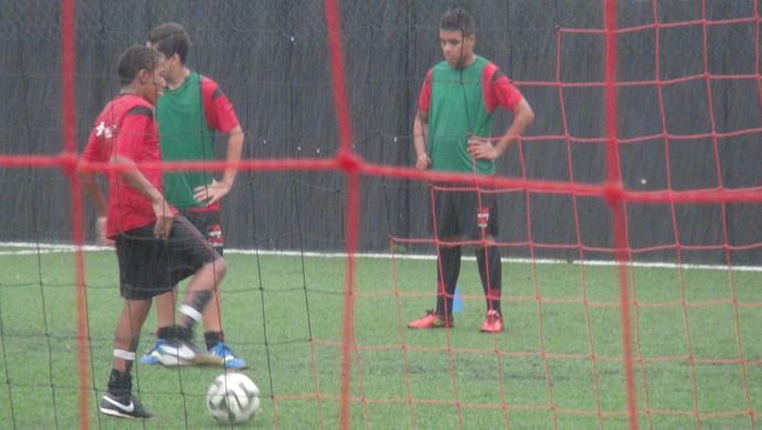 Willian revela que é fã do Everton e diz que sonha em vestir a camisa do Flamengo (Foto: Denison Roma / GloboEsporte.com)