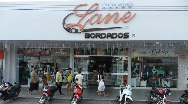 A Lane Bordados também vende itens de vestuário de outras marcas (Foto: Divulgação)