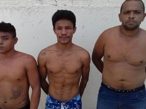 Presos acusados de abater gato foram levados pela Cipa para o 5º Distrito Policial e indicados por crime ambiental (Foto: PM/Divulgação)