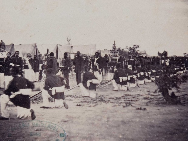 Procissão no Tagy durante a Guerra do Paraguai (Foto: Fundação Biblioteca Nacional)