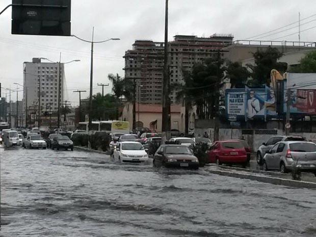 Vários pontos da cidade ficaram alagados (Foto: Camila Torres/Inter TV Cabugi)
