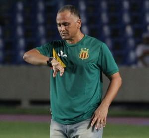 Oliveira Canindé - técnico do Sampaio (Foto: De Jesus/O Estado)