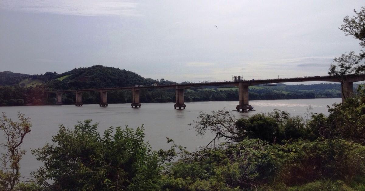 Ponte sobre o Rio Uruguai tem tráfego liberado para ônibus e vans - Globo.com