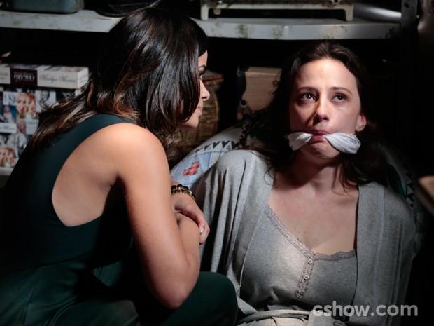 Rebeca sofre na mão de Aline (Foto: Felipe Monteiro/TV Globo)