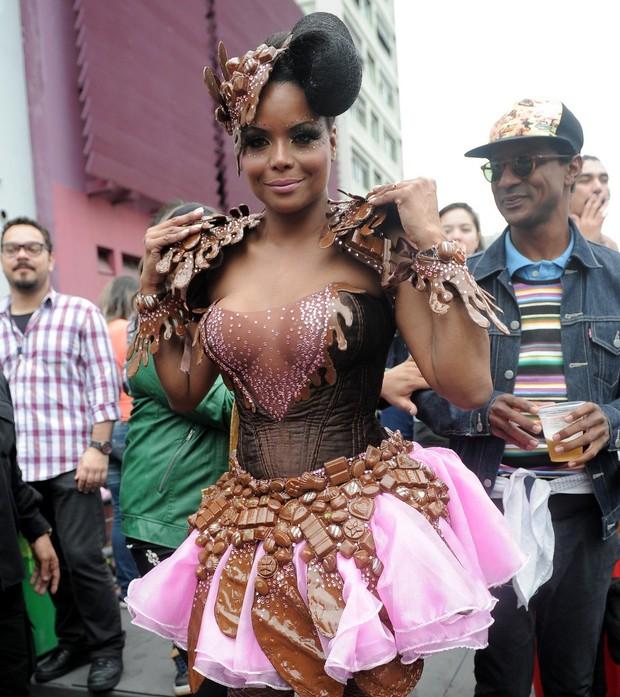Adriana Bombom na parada Gay (Foto: Francisco Cepeda e Leo Franco / AgNews)