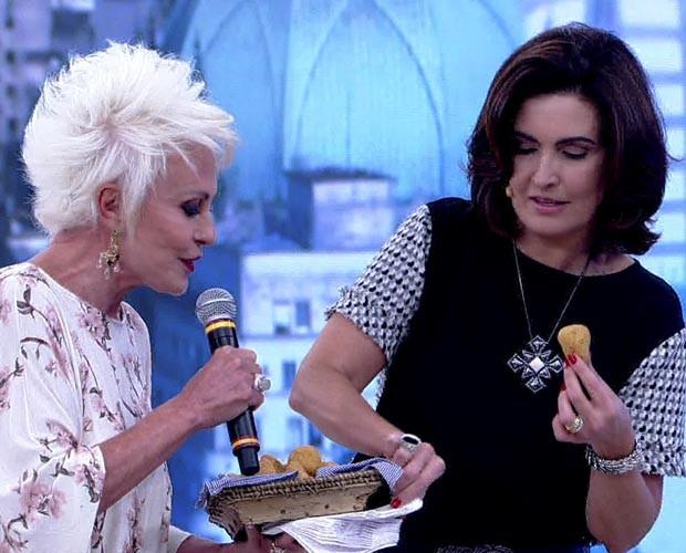 Ana supreende Fátima Bernardes com coxinhas sem massa (Foto: TV Globo)