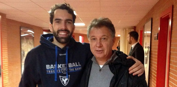 Rubén Magnano encontra Vitor Benite em Málaga (Foto: Divulgação/CBB)