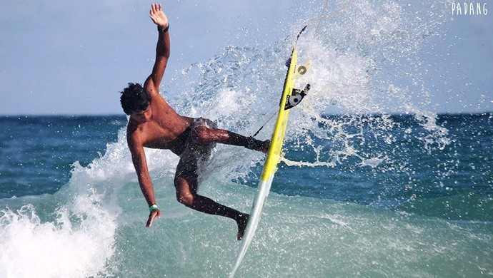 Anthony Davi surfe al (Foto: Padang Movie)