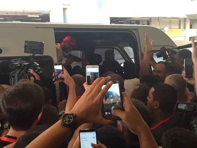 Romulo desembarque Flamengo (Foto: Raphael Zarko)