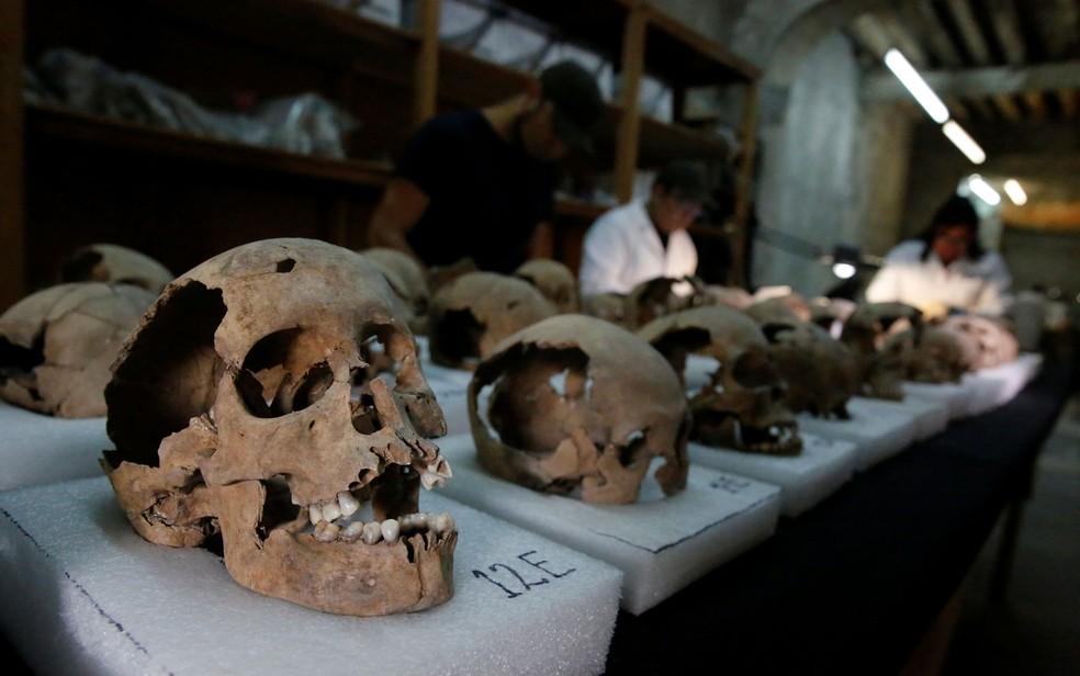 Por muito tempo, acreditou-se que os crânios seriam de guerreiros mortos em batalha (Foto: Reuters/Henry Romero)