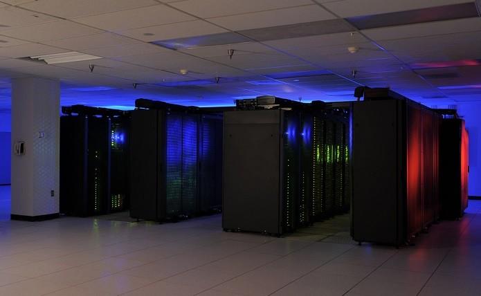 Os supercomputadores representam muito bem a evolução dos processadores da Lei de Moore (Foto: Reprodução / datacenterjournal)