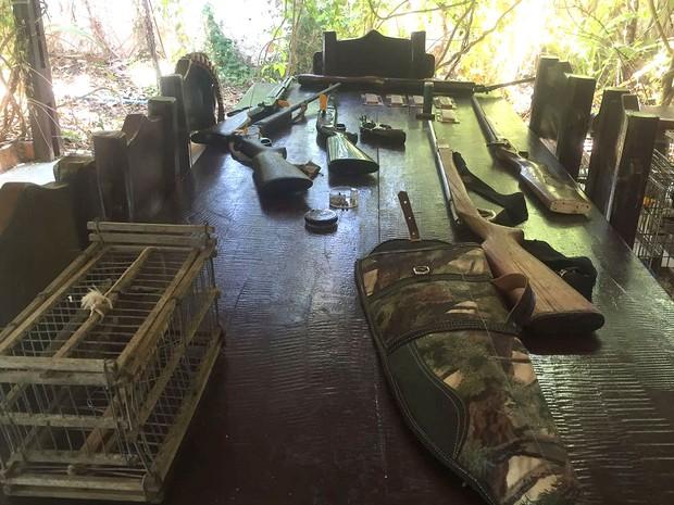 Polícia encontrou animais e armas na residência de falso policial na Bahia (Foto: Divulgação)