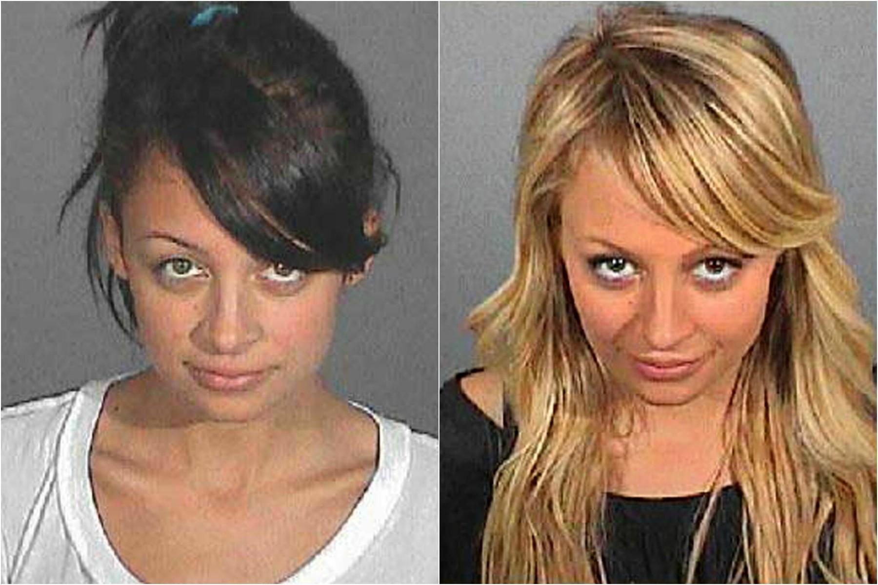 Nicole Richie em 2003 (à esq.) e em 2007. Acusações: primeiro, por porte de heroína; depois, por dirigir sob efeito de álcool e/ou outras drogas, na contramão de uma estrada, às 2h da manhã. (Foto: Divulgação)