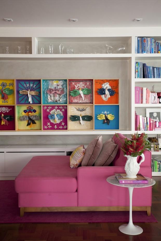 8-decoração-sala-pequena-dicas-para-aumentar-o-espaço-mesa-lateral (Foto: Marco Antonio/Editora Globo)