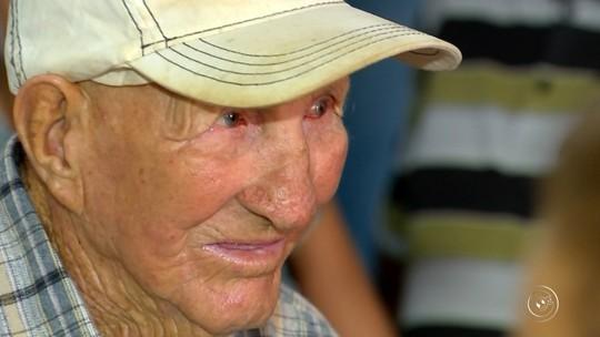 Paciente sai de hospital psiquiátrico e vai para casa após 55 anos internado