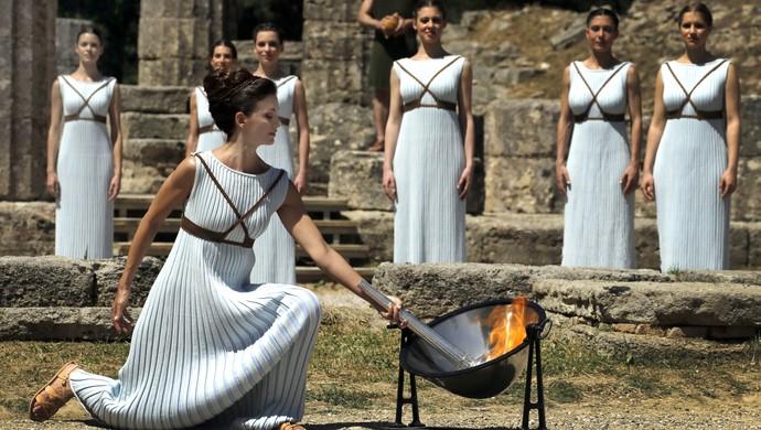 Ensaio da cerimônia de acendimento da tocha olímpica na Grécia (Foto: Reuters)